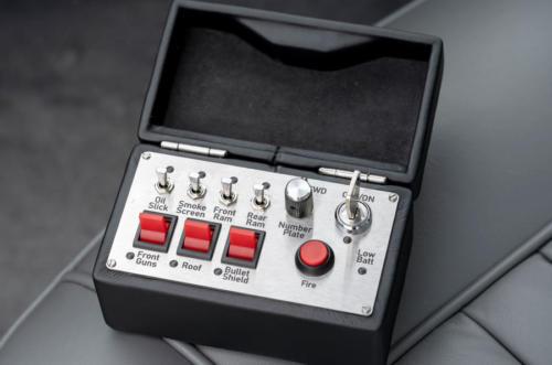 87-aston-martin-db5-goldfinger-continuation-1st-built-controls