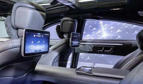 D598073-Meet-the-S-Class-DIGITAL-My-MBUX-Mercedes-Benz-User-Experience-At-home-on-the-road--luxurious-and-digital