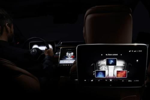 D598082-Meet-the-S-Class-DIGITAL-My-MBUX-Mercedes-Benz-User-Experience-At-home-on-the-road--luxurious-and-digital